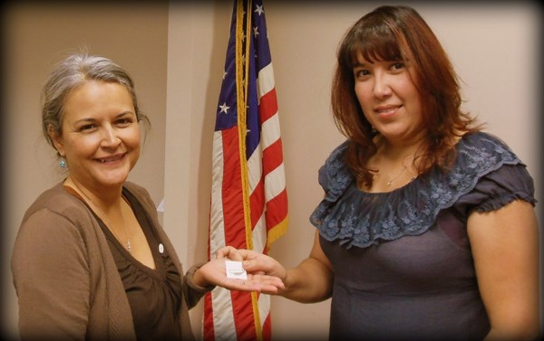 Olivia Holton of ILWU Local 13 receives her 5-year pin from President Laura Villegas.